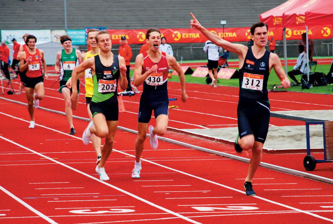 PRAKTLØP: I sine storebrødres fravær tok Jacob Ingebrigtsen ansvar så det holdt. Her vinner han 800-meteren søndag, men dagen før vakte han berettiget oppsikt med sitt praktløp på 1500 meter, 3.33,93 helt alene. Det ga ham kongepokalen – den første til en distanseløper siden 1997.