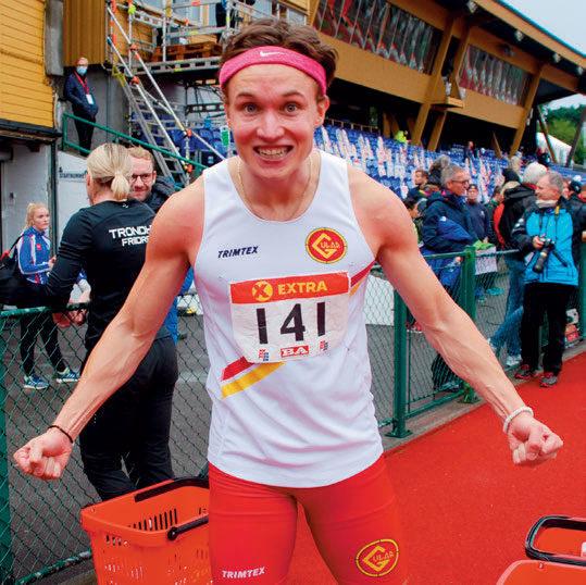 GULLJUBEL: Even Meinseth jublet hemningsløst etter å ha vunnet 100-meterfinalen med ett hundredels margin til Mathias Hove Johansen. Sørlendingen i Gular-drakt kopierte dermed seieren på 60 meter innendørs i vinter. Fra før har han NM-sølv på 100 meter fra 2015.