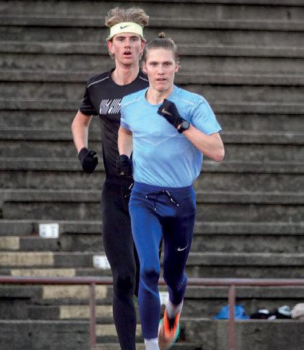 VÆRT HELDIG: –Det å være friidrettsutøver i korona tider er selvfølgelig litt rart, men jeg har vært veldig heldig sammenlignet med mange andre, sier Simen Halle Haugen (fremst). FOTO: FREDRIK VEDVIK