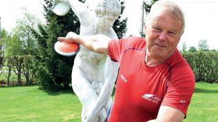 Entret Wembley med hoppski for 60 år siden – nå er Arild verdens beste friidrettsutøver!